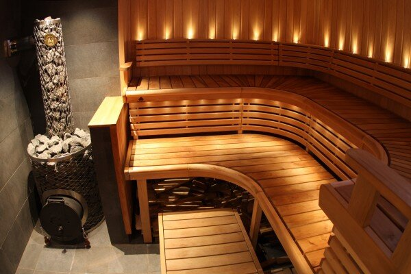 Виды древесины для внутренней отделки бань и саун: критерии выбора и преимущества